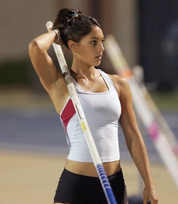 female athletes allison stokke